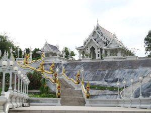Temppeli Krabin keskustassa.
