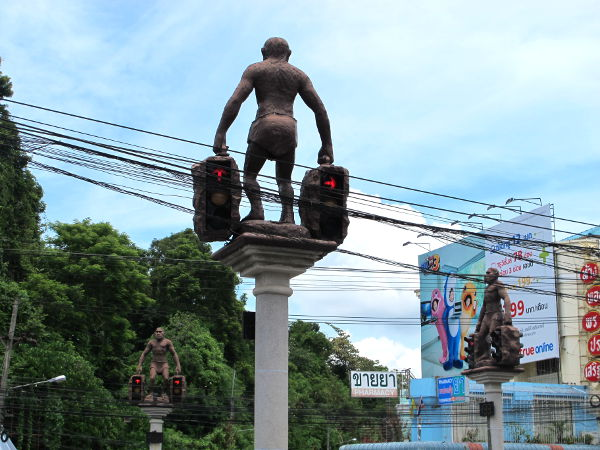 Nämä liikennevalot ovat yksi Krabin maamerkeistä.