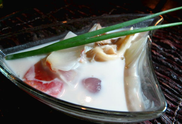 Viides ruoka: aromaattinen kookoskeitto.