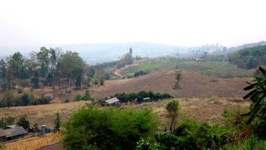 Pain maisemia kiinalaisen kylän näköalapisteeltä.