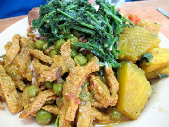 Soijapalapataa, kurpitsasekoitusta ja vihreitä vihanneksia.