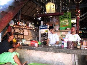 Time for Limessa on vapaaehtoistöitä myös baarihenkilökunnan tehtäviin, vaatimatonta majoitus tarjotaan siitä hyvästä myös. Voisin hyvin tehdä tuota työtä etenkin kun baarin voitot menevät eläinsuojelukeskukselle.