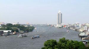 Chinatownin lounaispuolella kulkee Chao Phraya -joki.