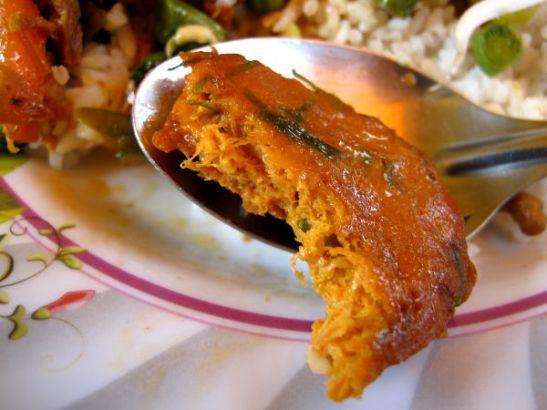 Kasvispihvi. Thaimaassa muualla kuin kasvisravintoloissa tämännäköiset pihvit ovat käsittääkseni yleensä kalapihvejä.