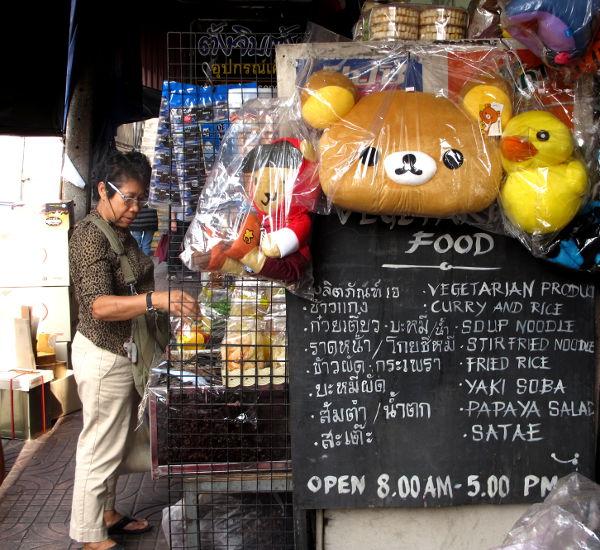 Leluja myynnissä kadulla.