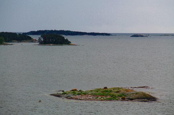 Luoto Helsingin edustalla.