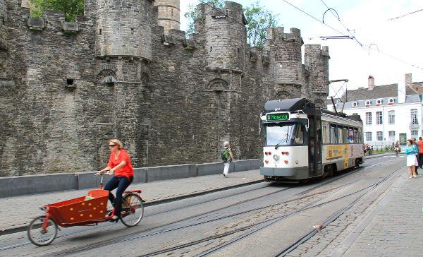 pyörä ja raitiovaunu