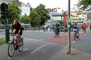Minusta ei ollut kivaa jos näillä pyöräteillä mentiin välillä kolme pyörää rinnakkain jonkun ohittaessa minut.