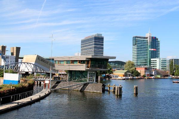 joen varren rakennuksia