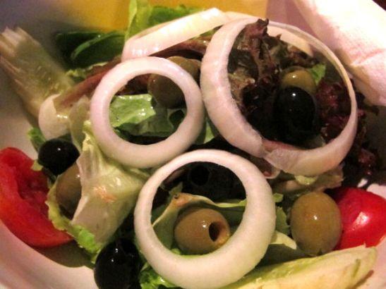 Tällaisista salaateista joutuu joskus maksamaan tyhmiä hintoja, niin myös Phi Phillä italialaisessa ravintolassa.