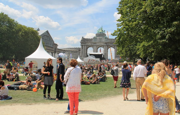 Fête de la Musique -kaupunkifestarit Brysselin riemukaarella kesäkuussa.