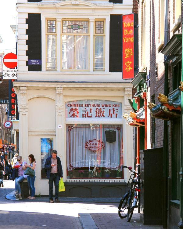 Ihan keskustassa on alue, jota kauppa- ja ravintolapaljouden vuoksi voi sanoa Amsterdamin Chinatowniksi.