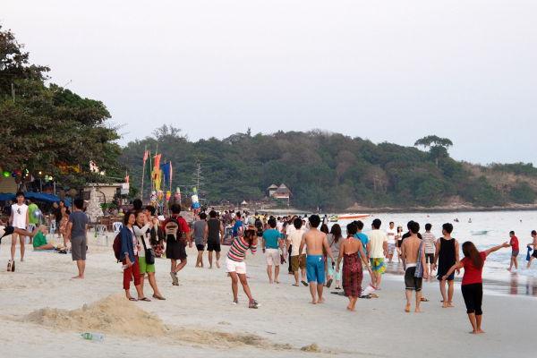 Had Sai Kaewin ranta oli joulun aikaan aika ruuhkainen, mutta voi valita eteläisimpiä rantoja, jos ei halua seurata thaimaalaisia viikonlopputuristeja.