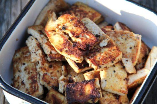 Paistetut sinappikastikkeessa marinoidut tofut.