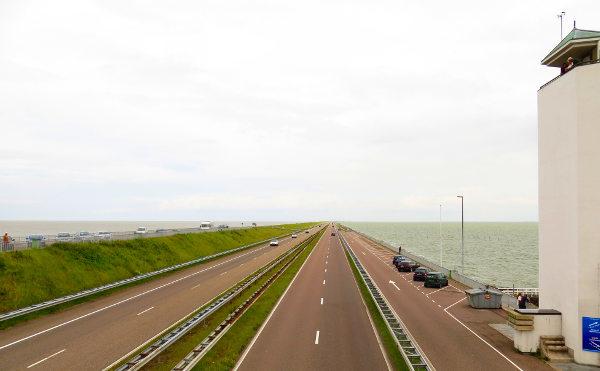 Hollannin padolle ei juuri muuta mahdu kuin 32 km pitkä moottoritie.