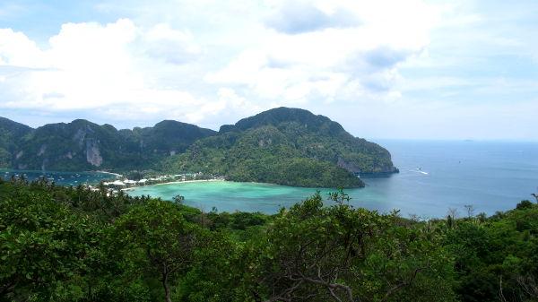 Phi Phin vedet ovat kauniit katsoa ja sukelluskin on hyvää.