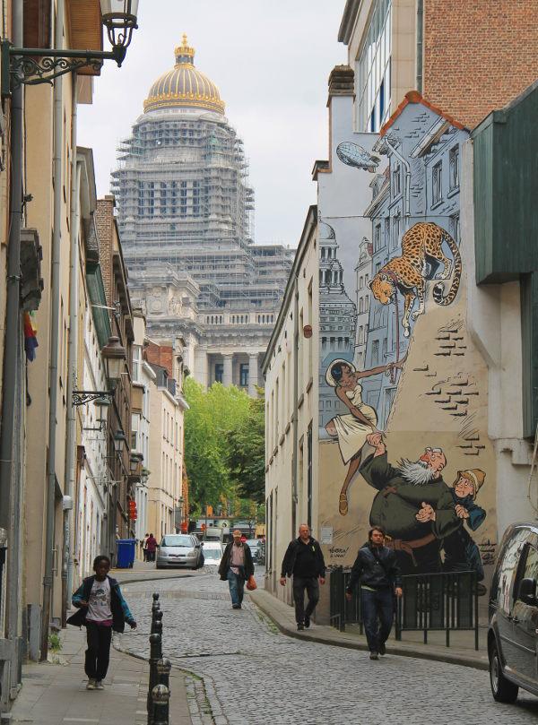 Yksi Brysselin sarjakuvaseinistä.
