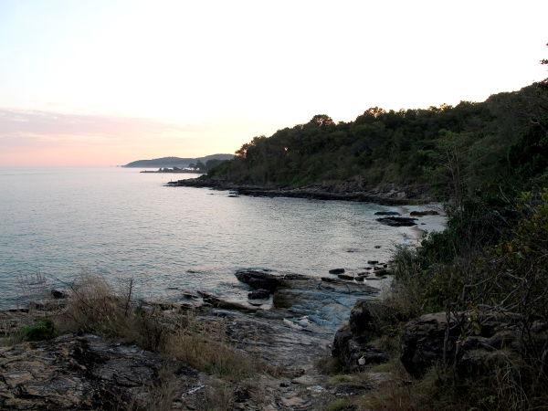 Ao Nuan on pieni ranta Ao Pudsan eteläpuolella. Siellä on vain yksi majapaikka, jonka mökit ovat pitkin rinnettä. Paikan ravintola ei vaikuttanut olevan auki.
