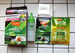 Pikkupakkaus Thaimaasta ostettua hiusväriä.
