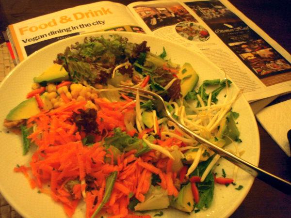 Parsifalissa vuodenvaihteessa 2010-2011 tilaamani salaatti liian terveysmielinen ja siitä puuttui jotain mikä olisi tehnyt siitä maistuvampaa.