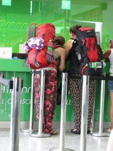 Reissupirkoilla on 10-luvulle uudistetut salihousut.