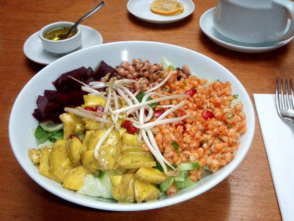 Zencefilin salaatti olisi kaivannut jotain proteiinia, edes papuja, ja lisäksi mausteita.