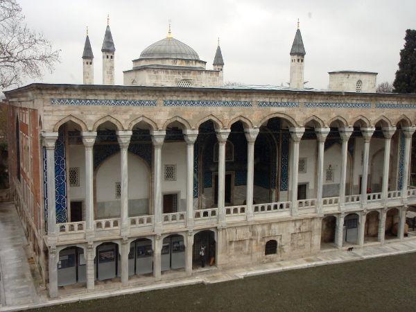 Tämä arkeologisen museon rakennus on kai ollut osa Topkapin palatsikompleksia.