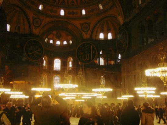 Hagia Sofia on hyvin vanha entinen kirkko.