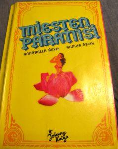 Miesten paratiisi -kirja ärsyttää monia. Netistä luin etenkin kritiikkiä siitä, että kirjan kuvaus thaiprostituutiosta on aika kepeä.