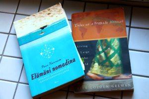 Lempikirjojani ovat Päivi Kanniston Elämäni nomadina ja Rita Golden Gelmanin Tales of a Female Nomad.