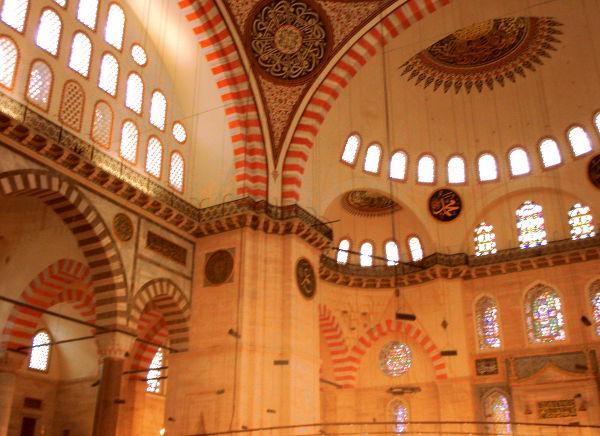 Suleimanin moskeija sijaitsee kukkulalla vanhassa kaupungissa.