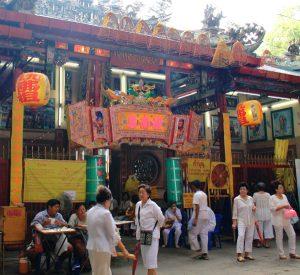 Kiinalaiset temppelit ovat erinäköisiä kuin Thaimaan buddhalaistemppelit.