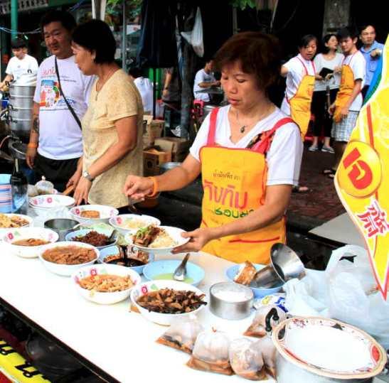 Thairuoka on niin kätevää kun keräillään vaan kupposista aineksia, jotka joko paistetaan, lisätään kuumaan keittoliemeen tai lisätään riisin tai nuudeleiden päälle.