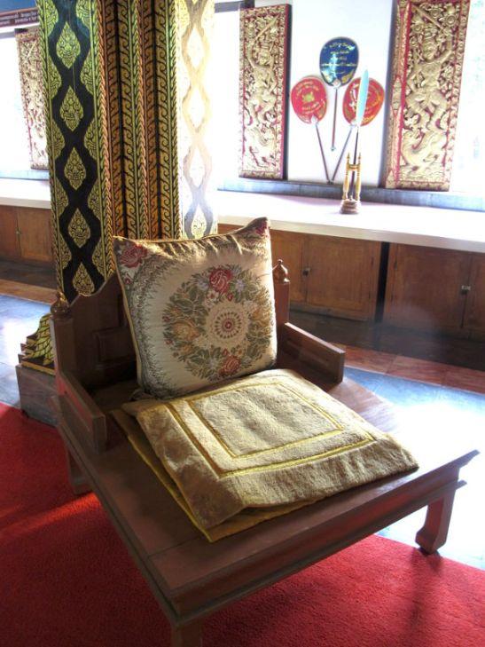 tuoli temppelissä