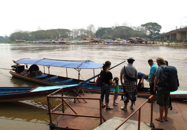 Veneen lähtöpaikka Chiang Raissa.