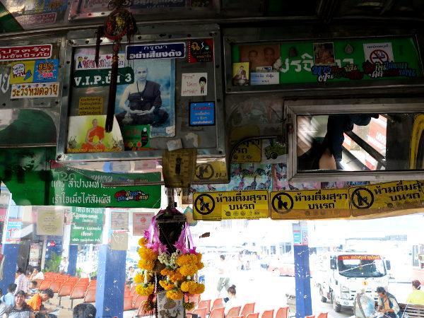 Bussin ikkuna Pohjois-Thaimaassa.