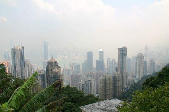 Näkymä The Peakilta alas Hongkongin saaren ydinkeskustaan.
