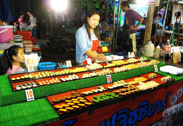 Sushikoju. Näitä on Thaimaassa kaikkialla missä milloinkin on iltatapahtumaa.