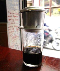 Vietnamilainen kahvinlirutussysteemi.