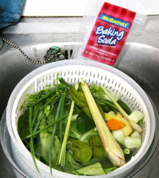 Kodin omistaja neuvoi nerokkaasti ennen lähtöään, että vihanneksia kannattaa liottaa vedessä jossa on ruokasoodaa.