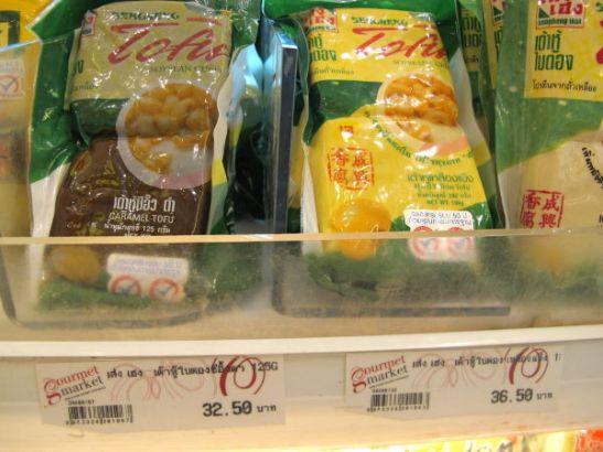 Alle euron hintaisia tofupakkauksia.