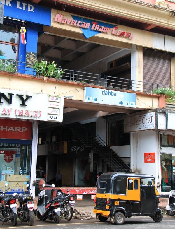 Tässä rakennuksessa kävin yrittämässä hankkia Thaimaan viisumia, mutta intialainen byrokraattisuus tuli tielle.