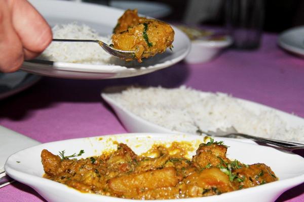 Intialainen kastike, ehkä alu palak tai joku muu perunakastike.