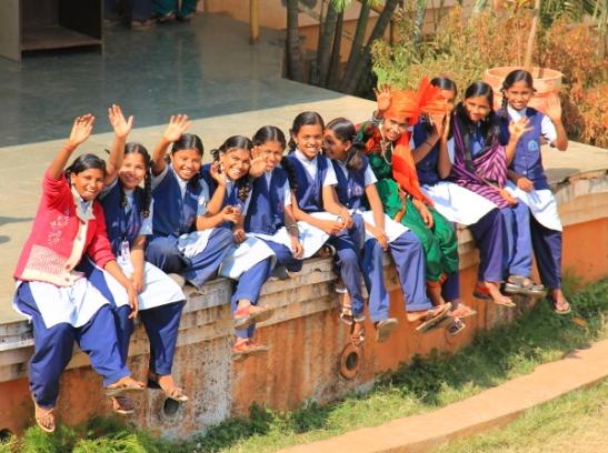 intialaisia koulutyttöjä