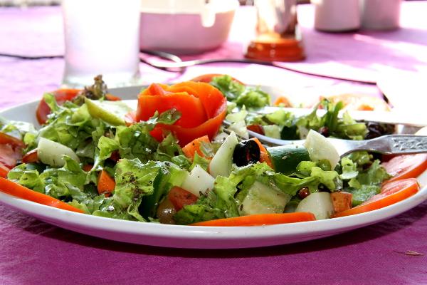 Papillon on yksi paikoista, joissa olen uskaltanut syödä salaattia. Intiassahan on tuoreissa vihanneksissa se riski että ne on huuhdeltu epäpuhtaalla vedellä. Nyt tosin sain vatsataudin samana päivänä kun olin tämän syönyt, mutta saatoin saada tautini mistä tahansa.