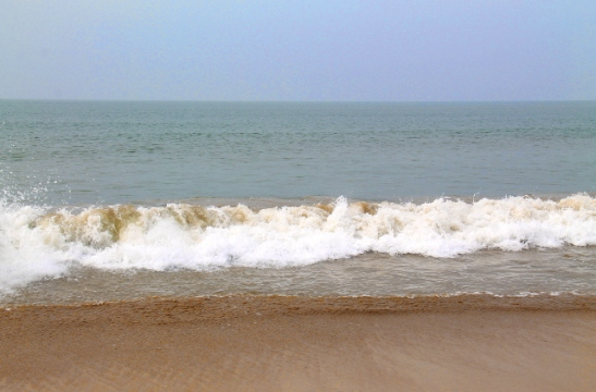 Agondan ranta on Palolemia aaltoisempi.