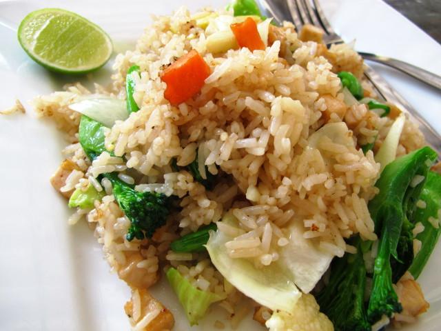 Fried rice pitää aina kaikkialla muistaa tilata ilman kananmunaa.