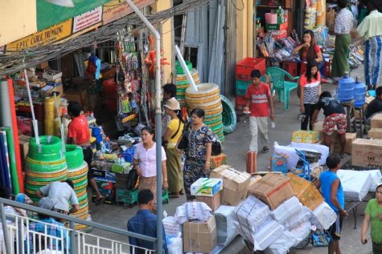 Kaduilla oli ehkä hieman enemmän Intiafiilistä ulkoisesti, mutta ihmiset olivat ehkä enemmän thaimaalaisen oloisia, mutta ehkä mutkattomampia.