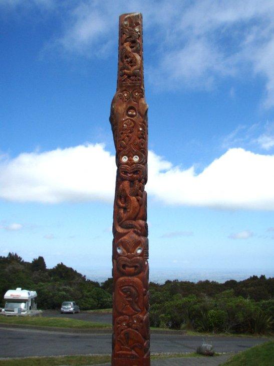 Maoripaalu kansallispuiston infokeskuksella.