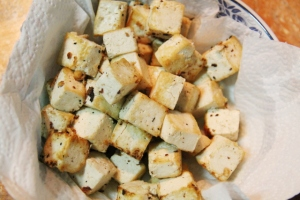 Paistettua tofua.